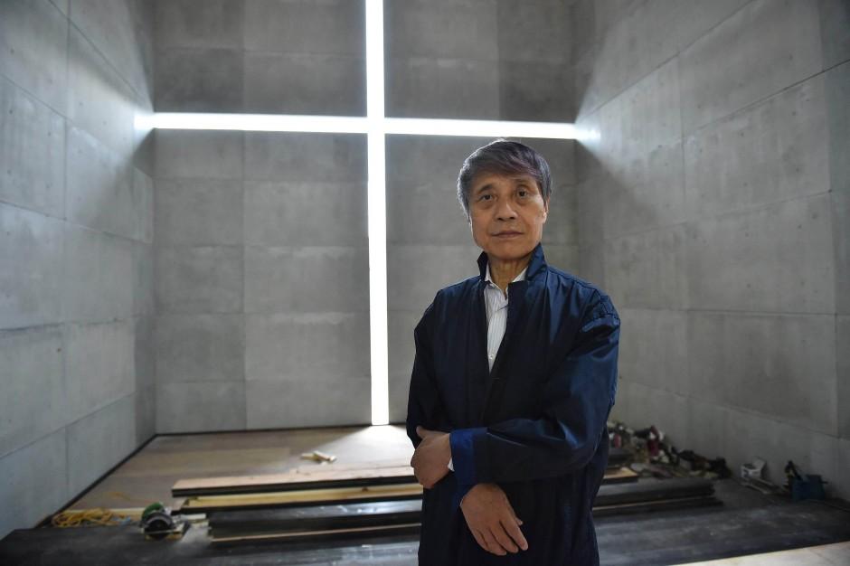Ein Autodidakt der Architektur: Tadao Ando im Nachbau seiner Kirche in der Tokioter Ausstellung.