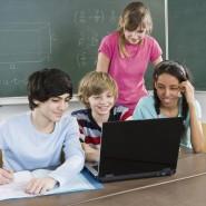 Ein zu seltenes Bild: Schüler arbeiten im Unterricht am Computer