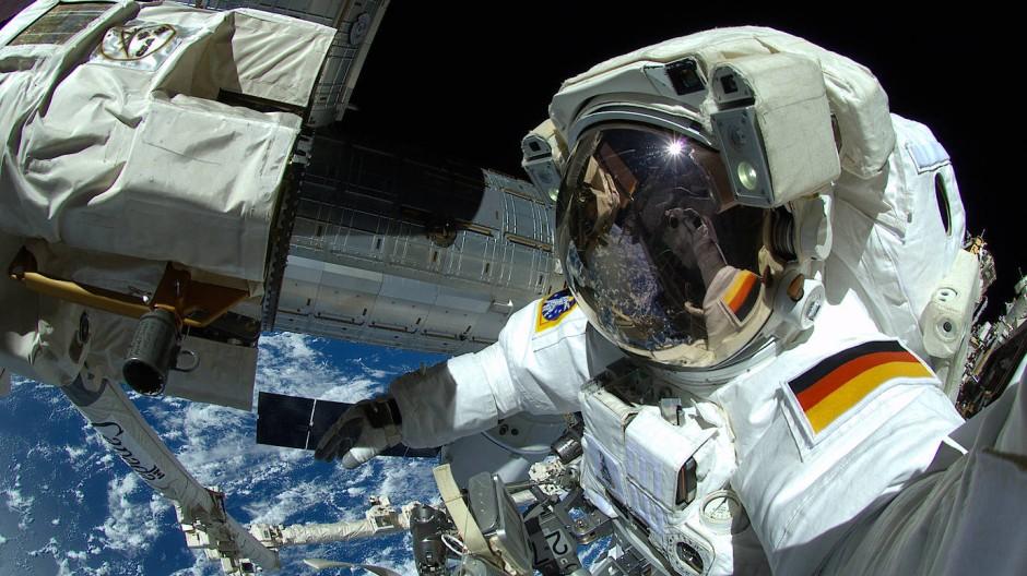 Weltraumabenteuer: Der deutsche Astronaut Alexander Gerst im Oktober 2014 bei Außenarbeiten an der ISS