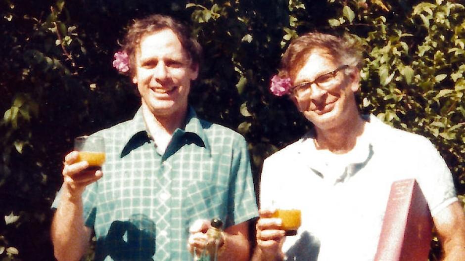Anstoßen auf eine Partnerschaft mit Zukunft: Amos Tversky (l.) und Daniel Kahneman in den Siebzigern