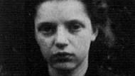 Goldi Petzenbaum, die spätere Mutter der Schriftstellerin Anita Raja, bei ihrer Ankunft in der Schweiz
