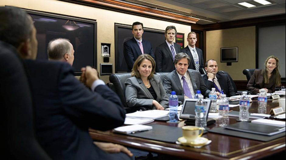 """Die Situation ist da: Barack Obama (links) am 2. April im """"Situation Room"""" mit Sicherheitspolitikern. Avril (rechts) wurde gestern Vizepräsidentin der CIA"""