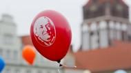 Luftballon mit dem Konterfei von Ernst Moritz Arndt am Wochenende in Greifswald