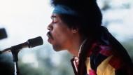 Ende November wäre er 75 Jahre alte geworden: Jimi Hendrix im Jahr 1970 bei einem Auftritt auf Fehmarn.