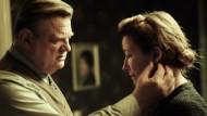 """Falladas Weltbestseller """"Jeder stirbt für sich allein"""" in der Verfilmung mit Brendan Gleeson und Emma Thompson"""