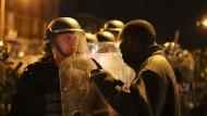 Angst auf beiden Seiten: Demonstrant und Polizei bei einer Kundgebung gegen Polizeigewalt Ende April 2015 in Baltimore