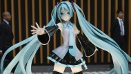 Idol für viele junge Menschen: eine Figur von Hatsune Miku in einem Schaufenster