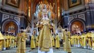 Goldene Gewänder gehören dazu: Patriarch Kirill beim russischen Weihnachtsfest am 6. Januar 2015