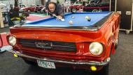 Ist das nun ein Ford Mustang oder ein Billardtisch? Unklar, genauso wie die Genrebestimmung von Georg Kleins Roman. Aber ein Mustang kommt darin vor.