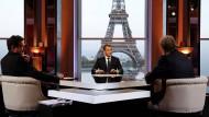 Fragen bitte: Edwy Plenel, Emmanuel Macron, Jean-Jacques Bourdin (von l.)