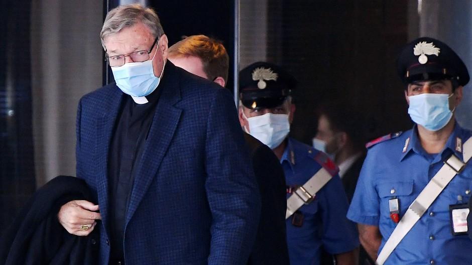 Kardinal Du-weißt-schon-wer: George Pell bei seiner ersten Reise nach seinem Freispruch im September auf dem Flughafen von Rom