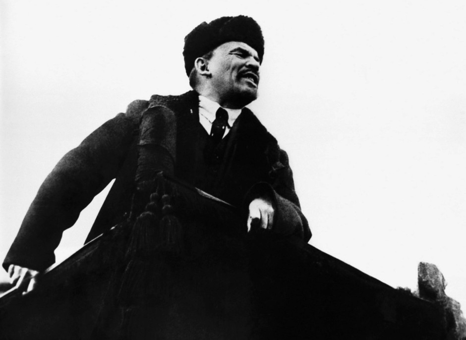Wladimir Iljitsch Lenin: 1917 bringt ihn die Reichsregierung im Eisenbahnwagen nach Russland.