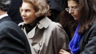 Die Unterlagen führen zu dem Korruptionsskandal um Lilane Bettencourt, Frankfreichs reichster Frau und L'Oréal-Eigentümerin