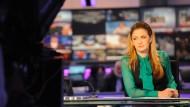 Die libanesische Nachrichtensprecherin Najwa Kassem ist bei Al Arabija auf Sendung – und einer der Stars des Kanals.