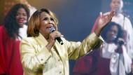 Legitime Nachfolgerin von Mahalia Jackson: Queen Esther Marrow, hinter ihr die Harlem Gospel Singers