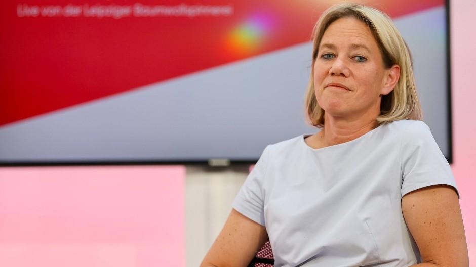 Hat einiges vor: Christine Strobl, ARD Programmdirektorin, sitzt auf einem Podium auf den Medientagen Mitteldeutschland.