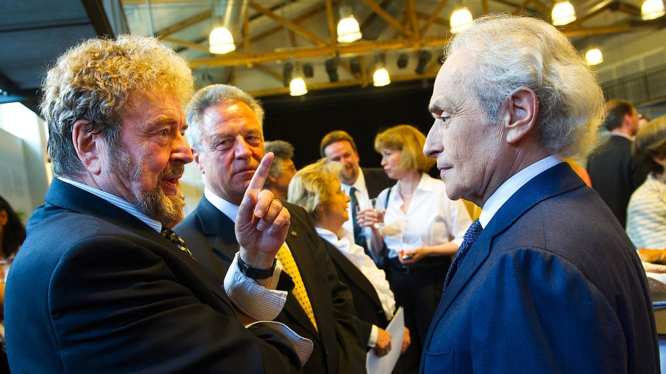 Immer sehr entschieden: Siegmund Nimsgern (links) am 11. Juni 2012 in der Universität Saarbrücken bei der Verleihung der Ehrendoktorwürde an den Tenor José Carreras (rechts).