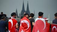 Zu Erdogan schweigen, aber seine Wähler abstrafen