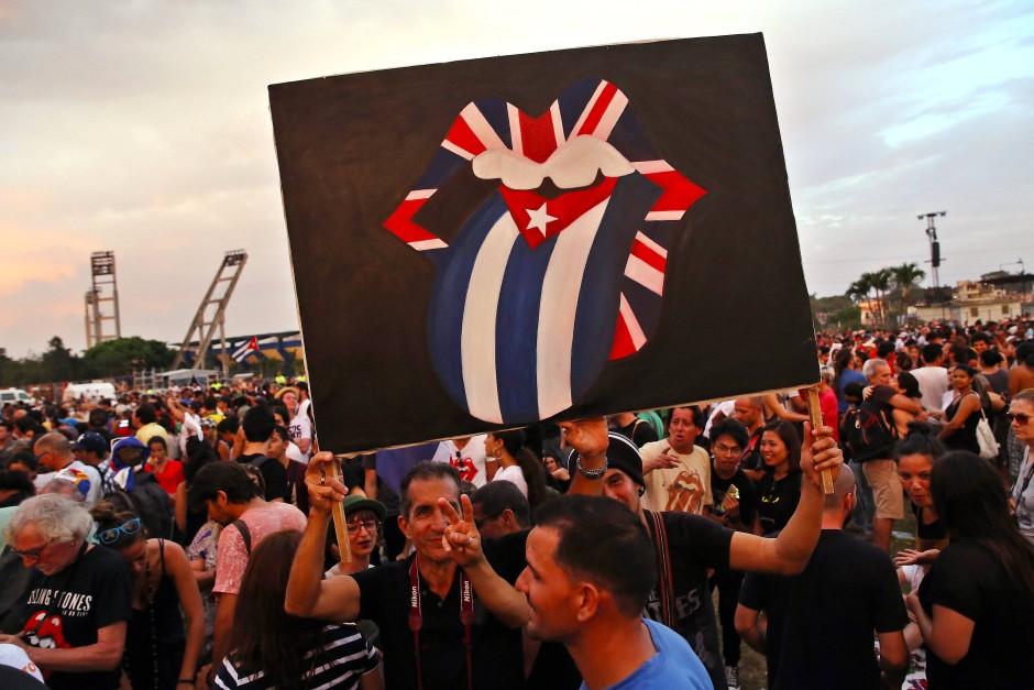 Fans beim diesjährigen Rolling Stones Konzert der Band auf Kuba.