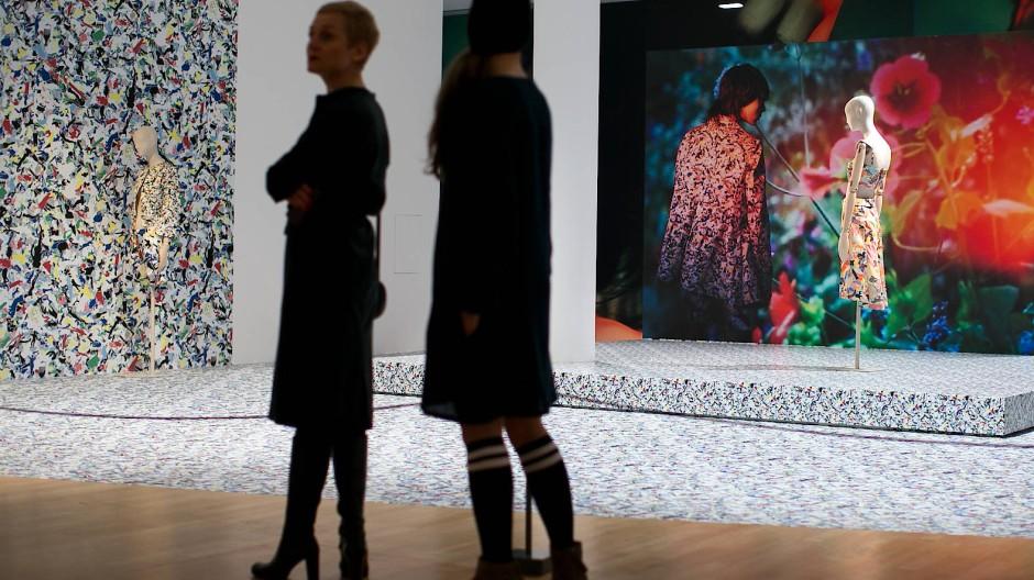 Die Ausstellung erstreckt sich über zwei Etagen.