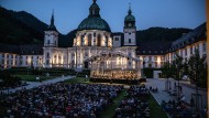 Volksfest mit Picknick: Freiluftkonzert im Innenhof von Kloster Ettal. Jetzt kommen auch die Einheimischen zu Richard Strauss.