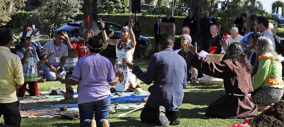 Mutter Erde, wir loben dich: Ein indigenes Baumpflanz-Ritual in den Vatikanischen Gärten zum Franziskus-Tag am 4. Oktober 2019