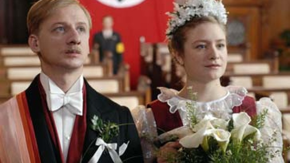 """Ivan Bartev und Julia Jentsch in """"Ich habe den englischen König bedient"""""""