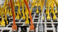 Mittlerweile sind die Daten sämtlicher Kommunikationsvorgänge im Netz technisch vollständig reproduzierbar. Ist die Vorratsdatenspeicherung der Vorbote eines neuen Zeitalters digitaler Überwachung?