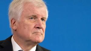 Prominente Kulturschaffende fordern Rücktritt Seehofers