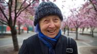 Mit matisseblauer Strähne: Silvia Tennenbaum in Frankfurt, ihrer Geburtsstadt, die sie jahrzehntelang nicht sah.