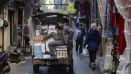 Äußere und innere Krisen verschränken sich in Rainer Merkels neuem Roman: Straßenszene in Beirut.