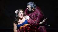 """Der Troubadour und die unglücklich Liebende: Anna Netrebko als """"Leonora"""" und Plácido Domingo als """"Il Conte di Luna"""""""
