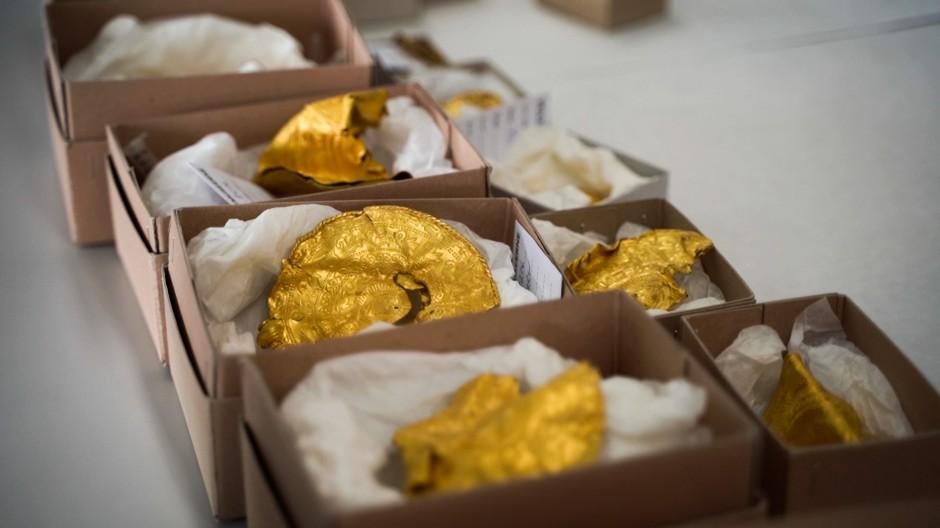 Teile des 1500 Jahre alten 22-teiligen Goldschatzes in Vejle