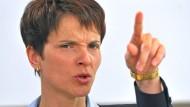 """Ihre Äußerungen hält selbst einer der beiden Augsburger AfD-Stadträte für """"extrem unglücklich"""": Frauke Petry"""