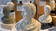Vielleicht war Nero auch weder politikmüde noch verrückt, sondern einfach überfordert: Miniatur-Büsten im Museumsshop des Rheinischen Landesmuseums.