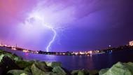 Gewitter über dem Rostocker Hafen