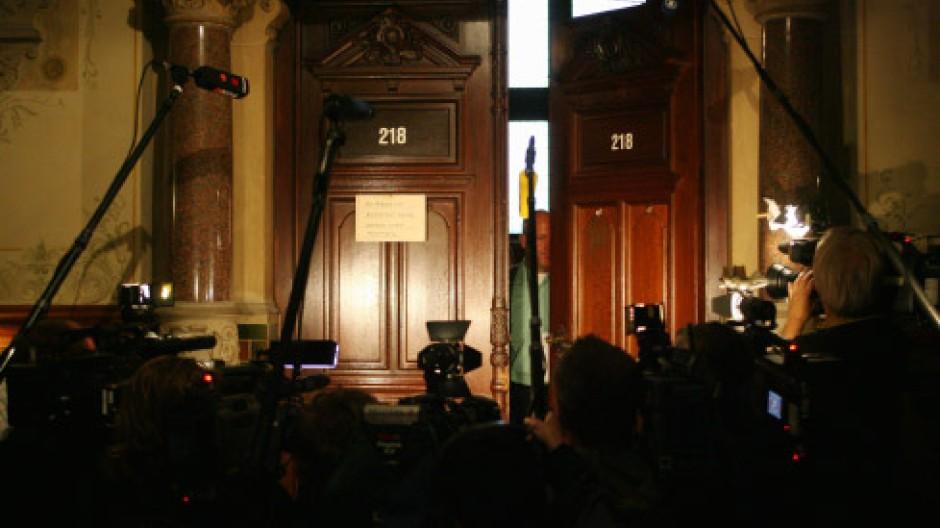Reporter vorm Gerichtssaal: Richter sind beeinflussbar