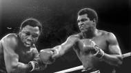 Muhammad Ali (rechts) in einem Kampf gegen seinen Landsmann Joe Frazier, 1975