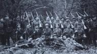 Problematische Ideologie: Eine Einheit der ukrainischen UPA-Partisanenkämpfer um 1943/44