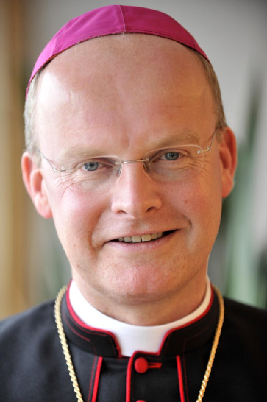 Bischof Franz Josef Overbeck Uber Das Internet Kommunikation Hat Mit Communio Zu Tun Digitales Denken Faz
