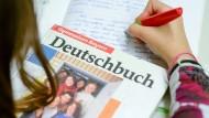 Deutschlehrer dringend gesucht!