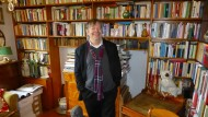 Die persönliche Begegnung reizte ihn: Thomas B. Schumann begann als Jugendlicher, Bücher zu sammeln - und dazu die Widmungen der Autoren.