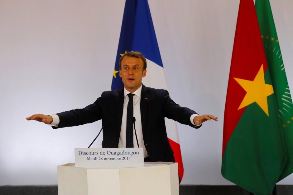 Emmanuel Macron spricht an der Ouagadougou-Universität