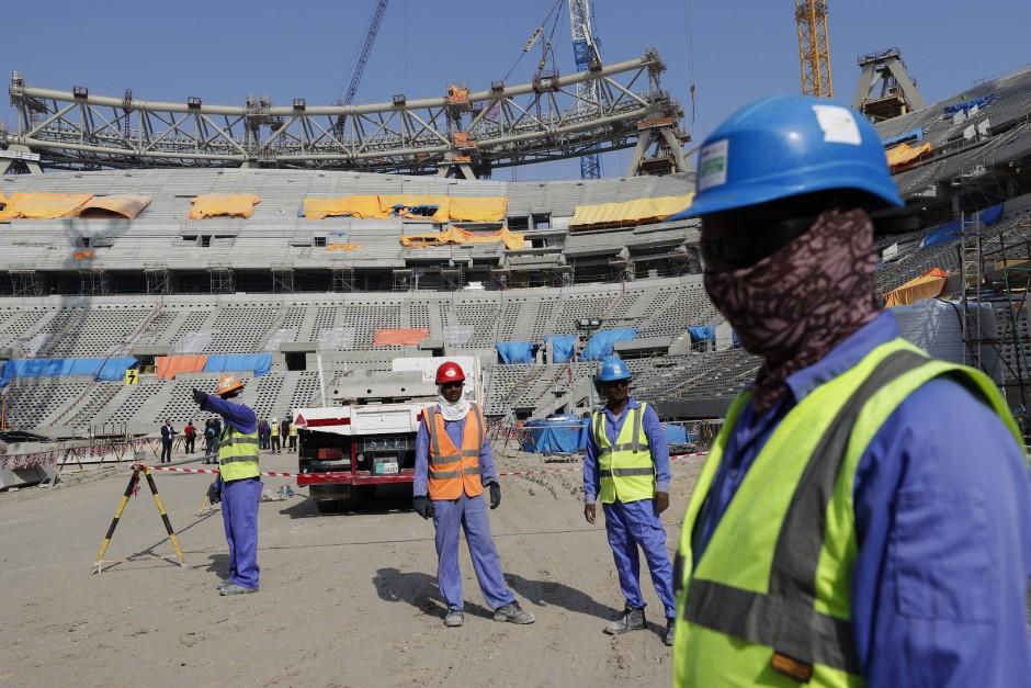 Bauarbeiter im Lusail-Stadion, einem der Stadien der WM 2022 in Qatar