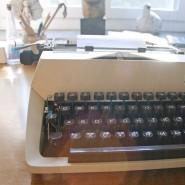 Vom Schreibtisch des Schriftstellers – hier der Arbeitsplatz von Astrid Lindgren – bis zum Buchhandel ist es für ein Manuskript ein weiter Weg.