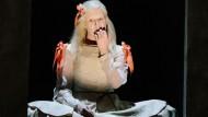 Die Infantin von Niederösterreich: Birgit Minnichmayr in der Titelrolle in Johan Simons' Münchner Jelinek-Inszenierung