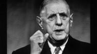 Deine Mimik war eindrucksvoll, und das Geschick, mit dem er der Festlegung in entscheidenden Fragen durch eher rätselhafte Formulierungen entkam, war es auch: Charles de Gaulle auf einer Pressekonferenz im November 1967.