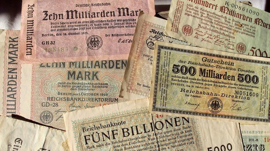 Selbst schier unfassbare Zahlen auf den Geldscheinen konnten die Menschen nicht vor dem Hungern bewahren: Vor bald hundert Jahren hatte eine Inflation schlimme Folgen.