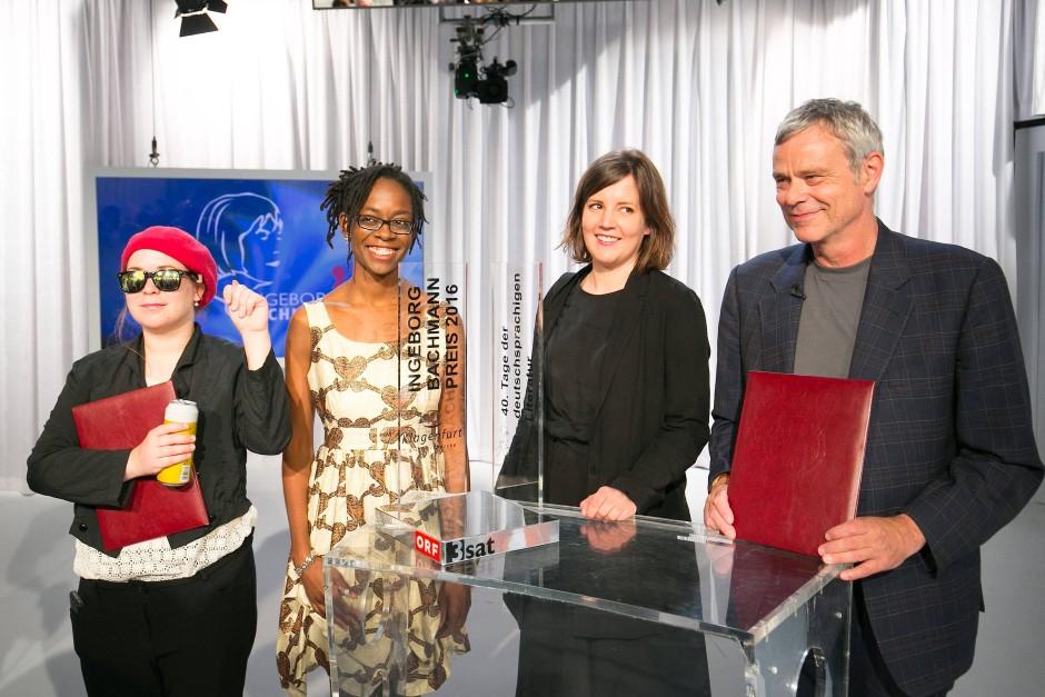 Die strahlenden Preisträger von Klagenfurt: Stefanie Sagnagel (l.), Sharon Dodua Otoo, Julia Wolf und Dieter Zwicky