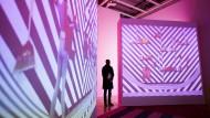 Welche Aussage trifft die Kunst? Besucher im Whitney Museum